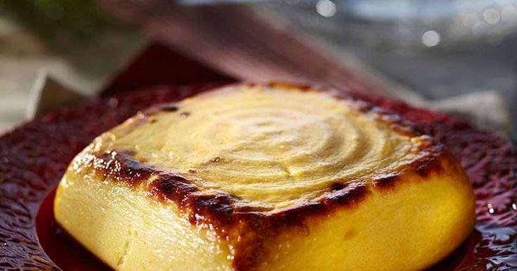 Hämäläinen munajuusto on pitopöydän suussasulavin herkku! Kullanruskeaksi paistettu juusto on vaivan arvoinen.