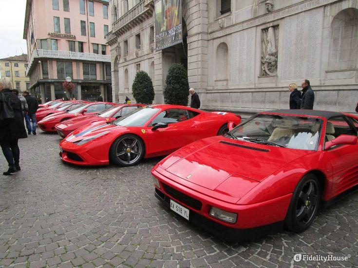"""Bellissime Ferrari in mostra a Padova, abituati a vederle """"correre"""", fa un certo che vederle ferme, in fila e silenziose."""