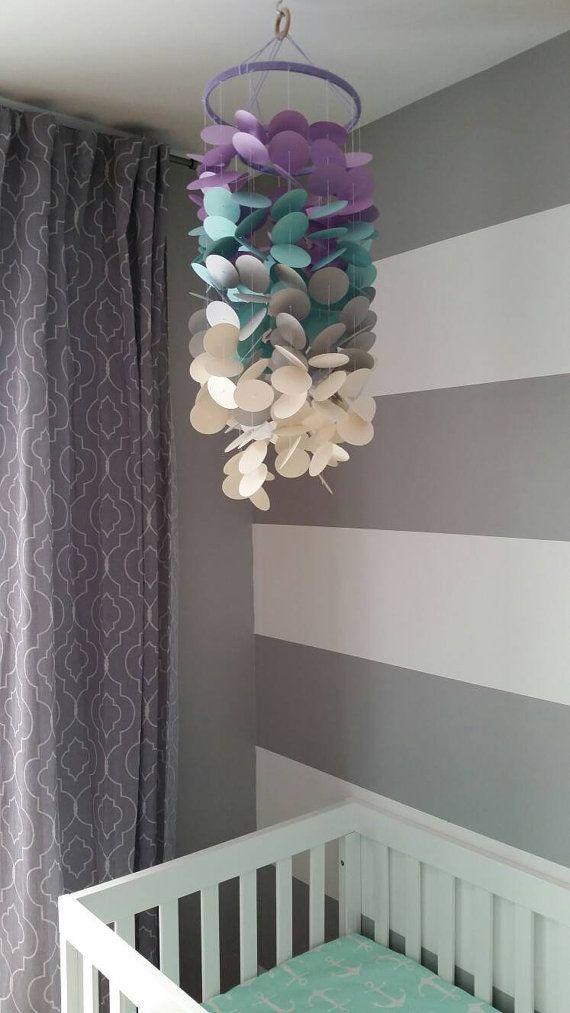 Mobile décoratif papier cartonné pour bébé fille chambre de bébé chambre denfants mauve lilas turquoise gris perle décoration
