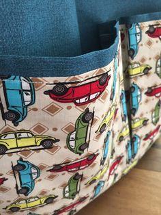 Bolsa em tecido acquablock ( impermeável ) com bolsos em tecido 100% algodão, forrada e com bolso interno. <br>Obs: objetos não incluídos.