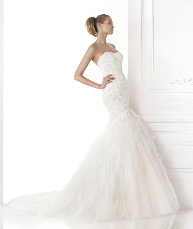 Fancy Pronovias ue MAITZA Wedding dress with soft sweetheart neckline