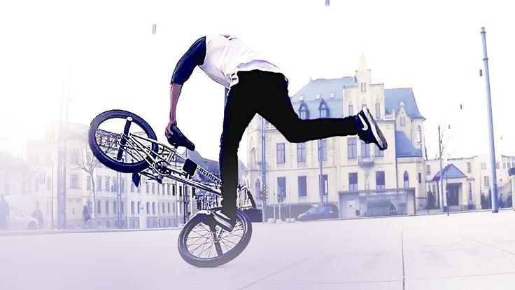 Pernah mendengar istilah Flatland BMX? Inilah gaya mengendarai sepeda BMX dengan gaya bebas dan dilakukan di permukaan jalanan datar dan halus. Tidak hanya itu, area Flatland BMX pun tidak boleh landai, bergelombang, apalagi kalau sampai bolong-bolong. Uniknya lagi, Flatland BMX bahkan digambarkan sebagai gerakan bersepeda artistik, yang dipadukan dengan breakdance, hingga akhirnya bisa menyajikan gerakan …