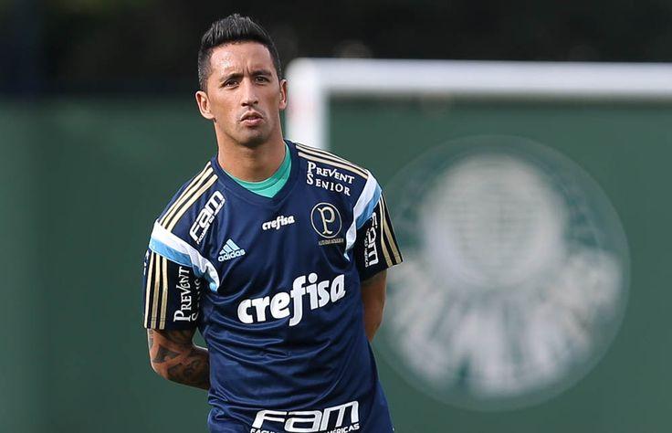 Com dores na panturrilha, Barrios não enfrenta o Cruzeiro neste domingo #globoesporte