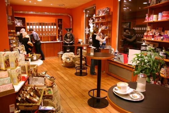 Für den Kaffeekenner, der das Außergewöhnliche sucht, bieten wir Jamaica Blue Mountain, Hawaii Kona, Kaffee von der Galapagosinsel San Cristobal, Wildsammlungen aus dem Ursprungsland des Kaffees Äthiopien und je nach Verfügbarkeit weitere legendäre Kaffeeraritäten an.