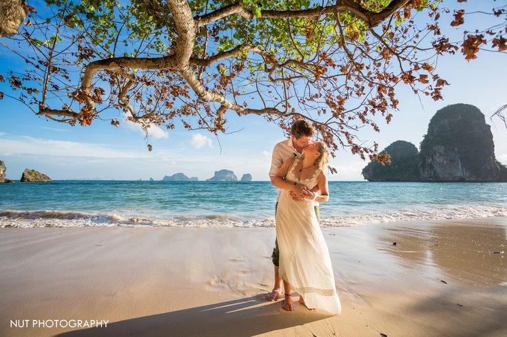 """Love under the tree"" Couple from Germany : Lia & Eike www.nutphotography.com www.facebook.com/nutphotography www.instagram.com/nutphotography Contact : +66 81 8915482 : nutphotography@gmail.com #wedding #beachwedding #westernwedding #rayavadee #railay #beach #krabi #krabiphotographer #weddingphotographer #thailandweddingphotographer #nutphotography #germany"