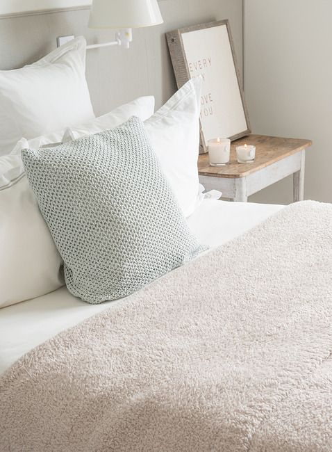 The ultimate in soft and cozy blankets. Shop Barefoot Dreams