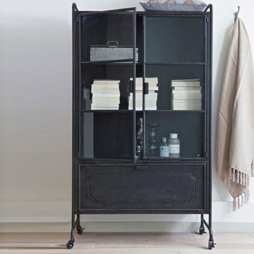 Armoire vitrine en métal noir 2 portes en verre sur roulettes prix Armoire Decoclico 649.00 €