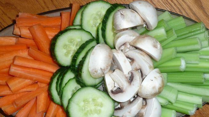 Voici une recette sympa et économique pour partager entre amis, ou en amoureux, un apéro des plus sains, puisqu'il est composé à base de légumes! Un vrai régal. Les apéritifs sont souvent lourds