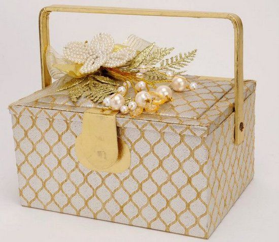 Trousseau Packing - Cream and Gold Box with Floral Packing | Kavya Creations Info & Review | #weddingboxes #wedmegood #trousseau