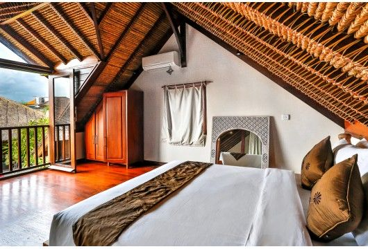 Villa Bibi is a beautiful luxury Balinese-style #villa #home ideally located in #Seminyak #Kerobokan area, close to everything. With#wood furnitures, personalized...#bali #hgtv #bedroom #holiday #vacation #tbt