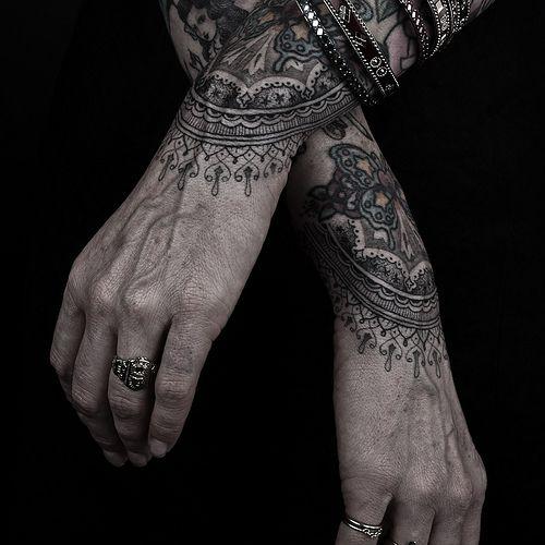 Tatouage - Mandala - Graphique - Mains - Homme - Thomas Hooper - New Yorkais - Guru