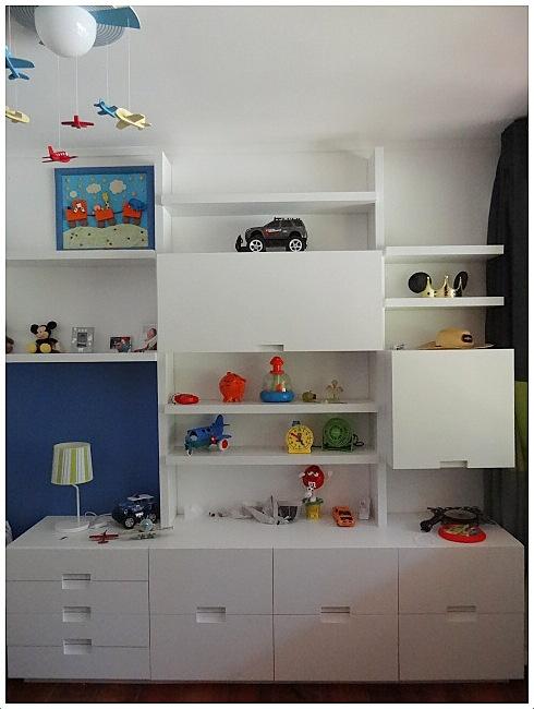 Mueble repisa enchapado con puertas con tirador bajo for Muebles bajos dormitorio para adultos