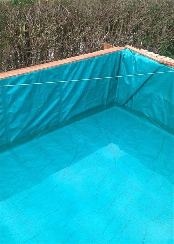 Build A Swimming Pool Out Of 40 Pallets With Images Cool