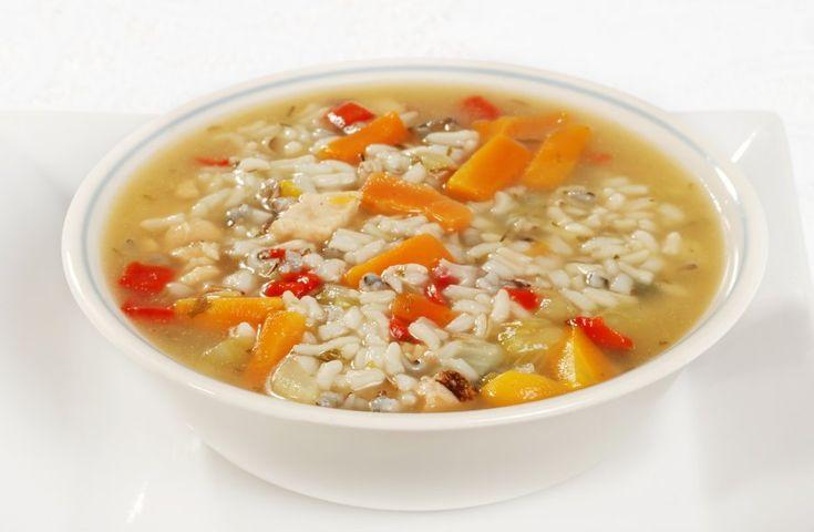 Das Rezept für eine leckere Reissuppe mit Hühnchen ist ein Gericht, dass auch bei Kindern sehr gut ankommt. Einfach und lecker, ausprobieren lohnt sich.