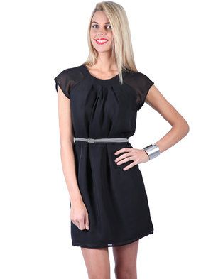 Keep your look simple and stylish with this Modern Retro Pleated Neck Dress by Utopia. It boasts short cap sleeves, a round neckline with pleated detail and a thigh high cut. The waist is accented by a silver skinny, plaited waistbelt. The chiffon detailing gives the design its whimsical feel.
