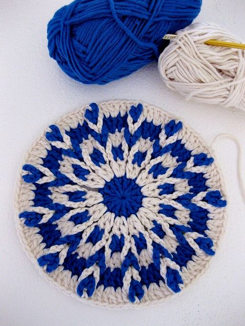 Colorwork - *Inspiration* this is, actually, really easy to accomplish with a chain loop stitch.