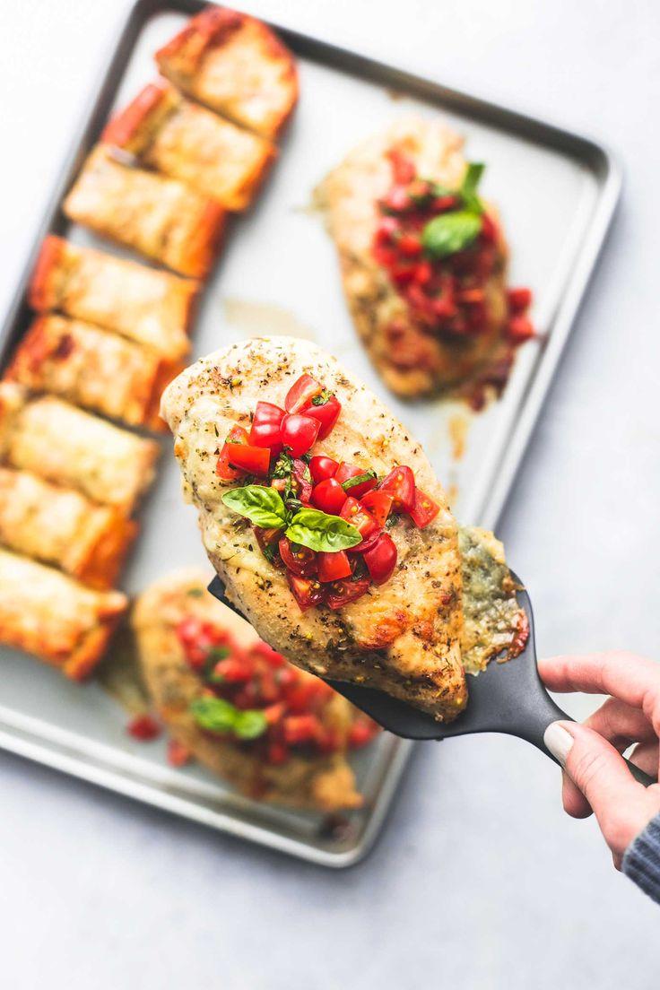 Sheet Pan Bruschetta Chicken und Cheesy Knoblauchbrot einfach eine Pfanne Abendessen Rezept …   – What's for dinner ?