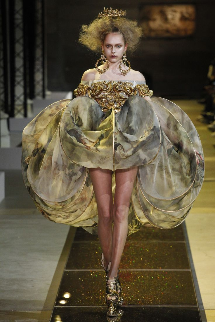 Guo Pei Spring 2017 Couture Collection Photos - Vogue