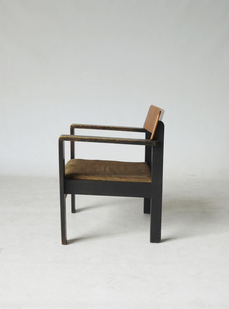 Bauhaus style 1930s modernist chair. Available at Merzbau