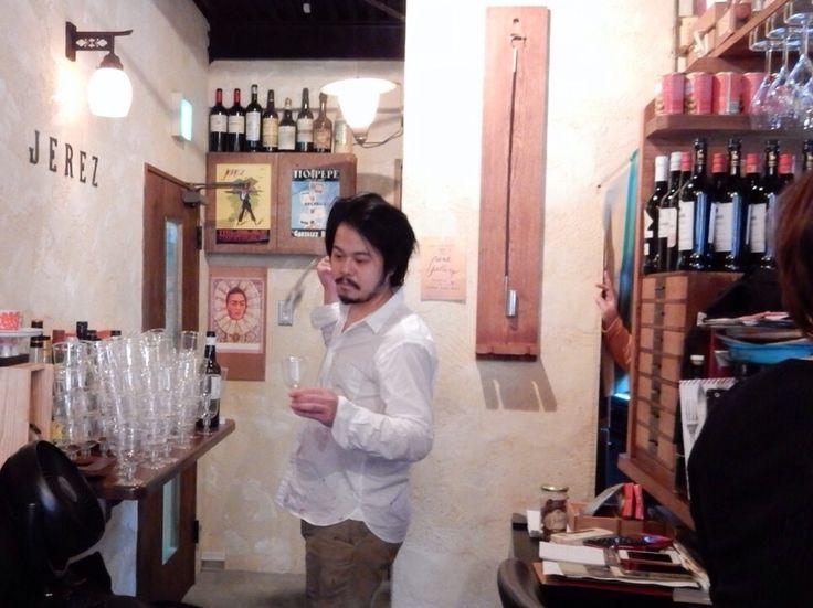 Mr. Omori pour Los Amigos, Montilla y Moriles by venencia. @ Bar ECHEGARAY. 2015 March 14