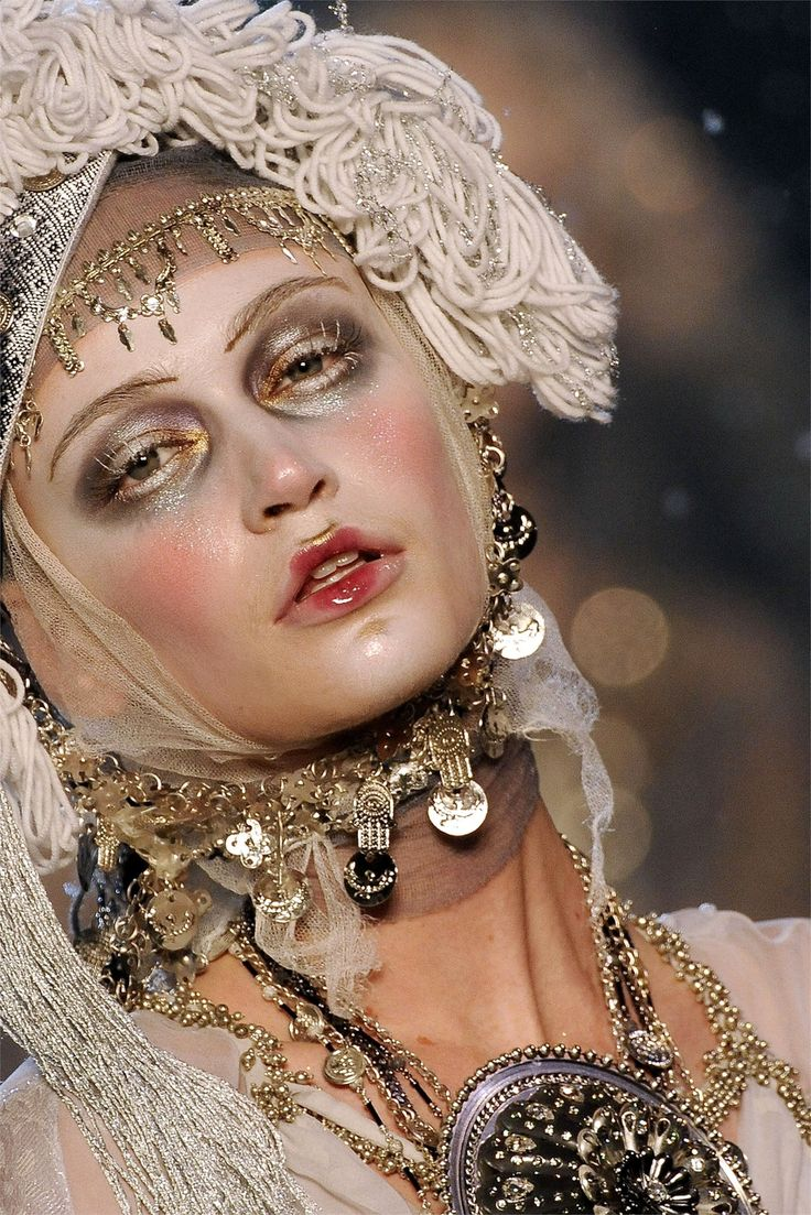 John Galliano Fall 2009                                                                                                                                                                                 More