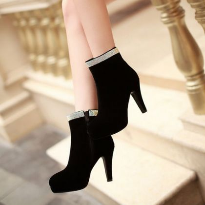 Black fashion boots