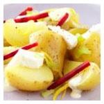 # batatas ornamentadas com queijo de cabra, beterraba e molho de rábano
