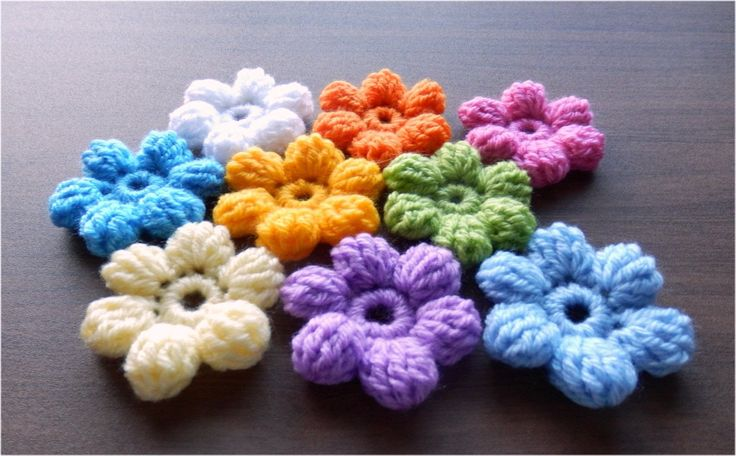 字幕で解説しています。 長々編み5目の玉編みの、ふっくら丸い立体的な、お花です。 くさり編み5目の輪の作り目から編み始めます。 毛糸は並太毛糸、かぎ針は、7/0号、4.0mmを使用。 かぎ針編み初心者さんのための、簡単な基本の編み方を紹介します。 I will introduce a simple crochet...
