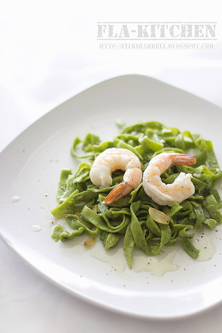 Home made spinach pasta with shrimps