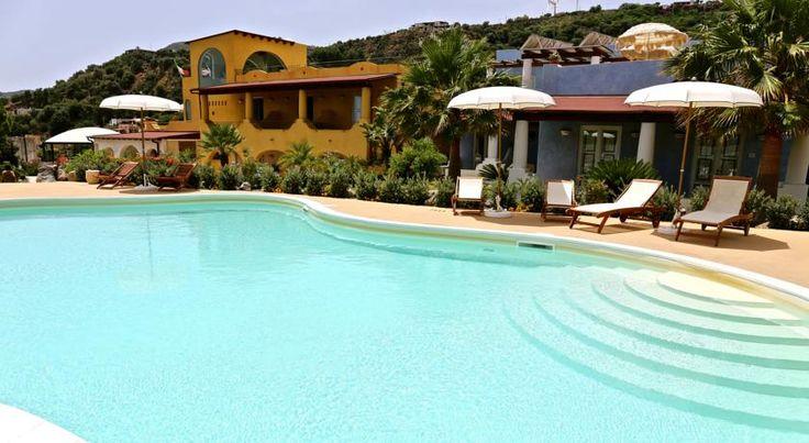 Città di  #Lipari, #Italia #swimmingpool www.hotelbougainvillelipari.com