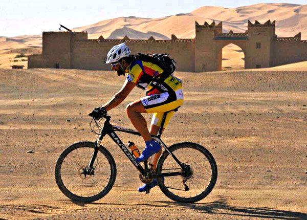 La Titan Desert nos enseña que no hay barreras que no se puedan superar.   Un equipo compuesto por 3 ciclistas españoles sobre las bicicletas KROSS ha demostrado que el autismo no es el fin del mundo, de esta manera quieren reivindicar más atención para las personas autistas. Pedaladas por una noble causa.