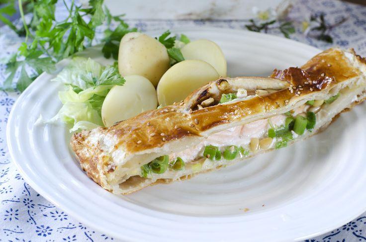 laks med vårløk og østerssaus innbakt i butterdeig