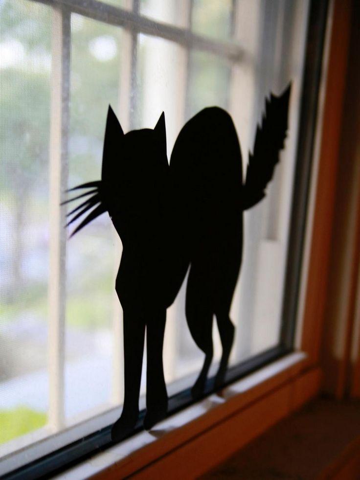 Fensterbilder von schwarzen Katzen aus Karton