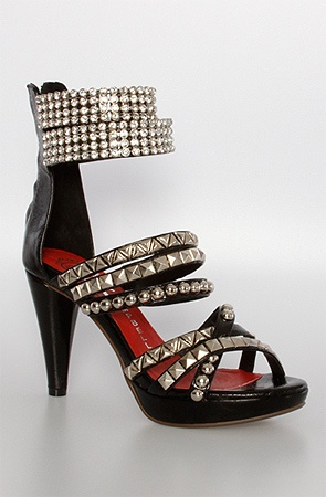 I wish I could still wear heels. I would wear these for one hour. Then I would put my slippas back on.