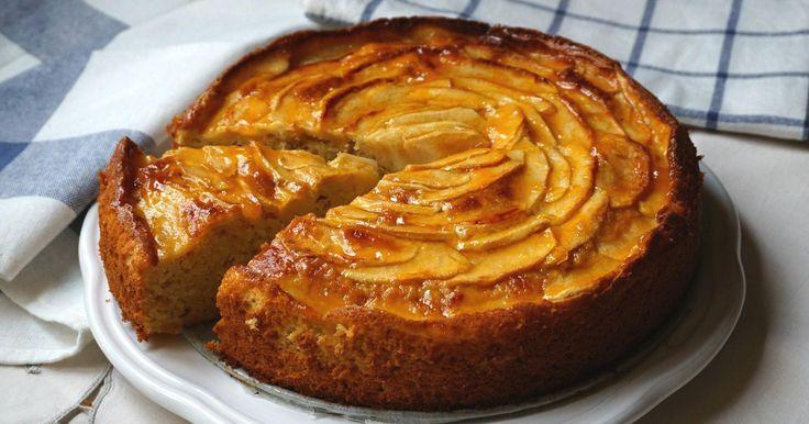 Que no te engañe su aspecto. La elaboración de esta tarta de manzana es facilísima. Y más con las indicaciones de ANNA RECETAS FÁCILES.