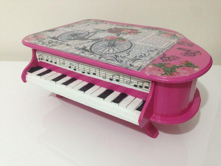 piyano formunda pembe ahsap boyama kisiye ozel kutu..