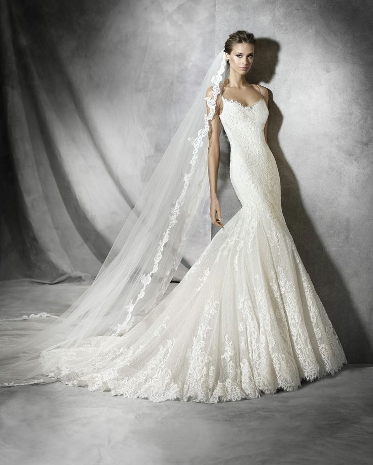 Mermaid wedding dress in tulle; with lace appliques. Store sample, excellent condition.