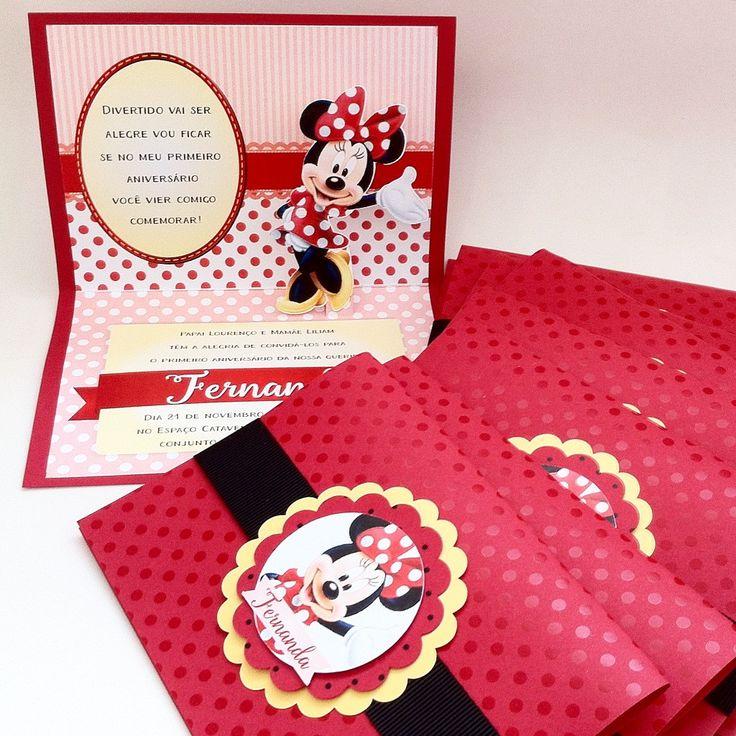 Convite Minnie Pop-up  - www.anaconvites.com.br Convite em papel Color Plus 180g. <br>Parte externa com impressão de bolinhas brilhantes. <br>Parte interna em papel fotográfico. <br>Com cinta para o fechamento. <br>Tag com nomes dos convidados cobrado à parte. <br> <br>Favor verificar possibilidade de fazer em outros temas (Mickey, Pluto, Donald, etc)