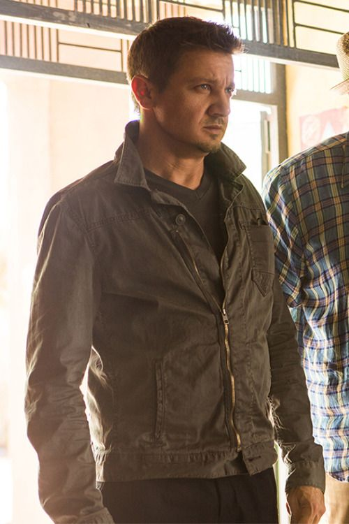 Jeremy Renner in Mission Impossible 5 - Will Brandt in another gorgeous jacket <---Anything looks good with Jeremy Renner in it!