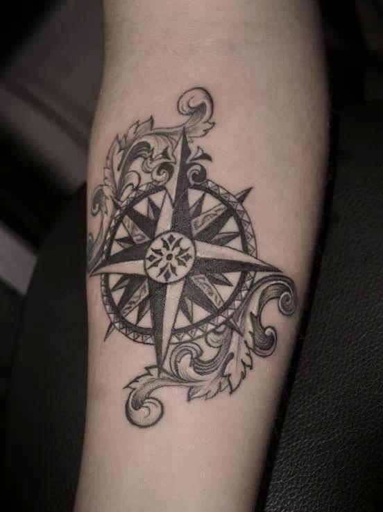Boussole ink pinterest - Tatouage boussole signification ...