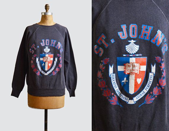 Vintage 80s ST. JOHN'S UNIVERSITY Shirt Sweatshirt / 1980s College Graphic Retro Sweater