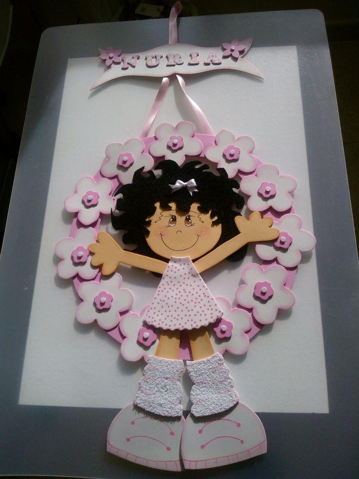 Cartel goma eva nena en guirnalda de flores nuria carteles personalizados en goma eva o foami - Flores sencillas de goma eva ...
