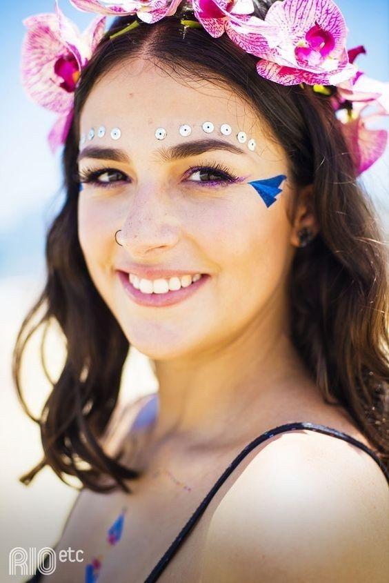 Maquiagem legal + lantejoulas também dão um ótimo efeito. | Estas são as inspirações de fantasia que você precisa para o carnaval