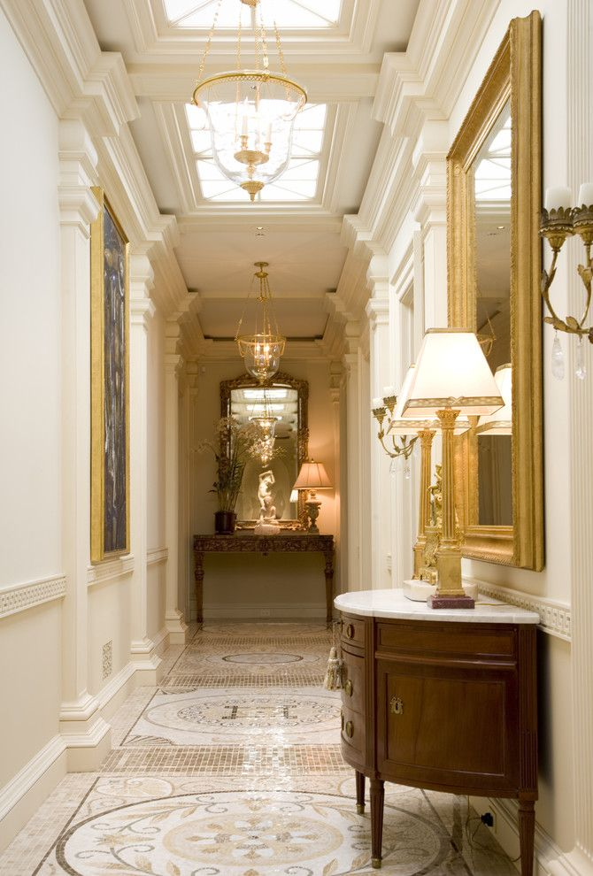 Плитка на пол в коридоре: 55 практичных решений дизайна прихожей (фото) http://happymodern.ru/plitka-na-pol-v-koridore-praktichno-i-estetichno/ Масштабные рисунки из мозаичной мелкой плитки в теплой пастельной гамме