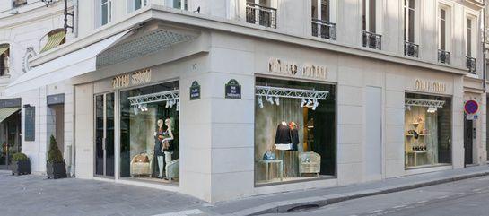 Miu Miu ouvre une boutique éphémère place Beauvau.  Boutique Miu Miu, Place Beauvau, 92 rue du Faubourg Saint-Honoré, Paris 8ème.  Par Margaux Krehl