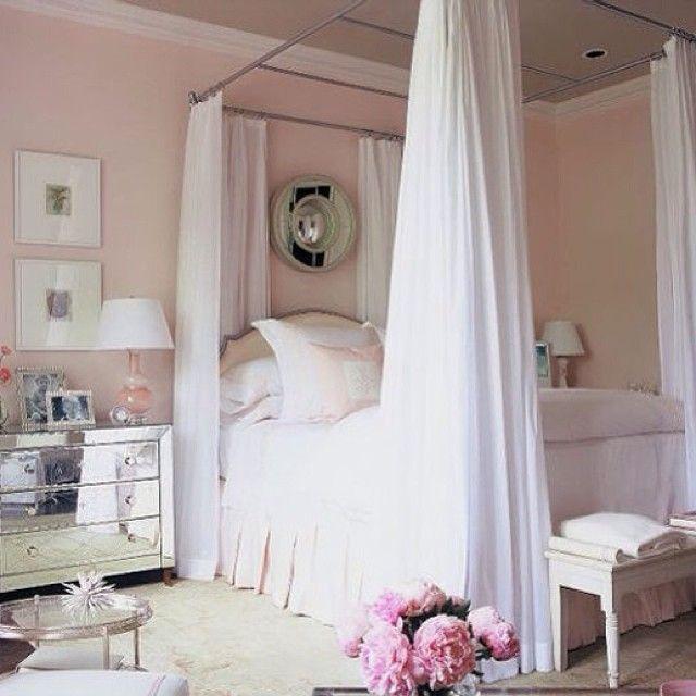 Романтичная спальня 🌸🎀👒 #интерьер #дизайн #дизайнер #спальня #комната #кровать #балдахин #цветы #цвет #розовый #белый #романтичный #стильный #стиль #нежный #картины #лампа #светлый #декор #kashtanovacom #style #decor #design #bedroom