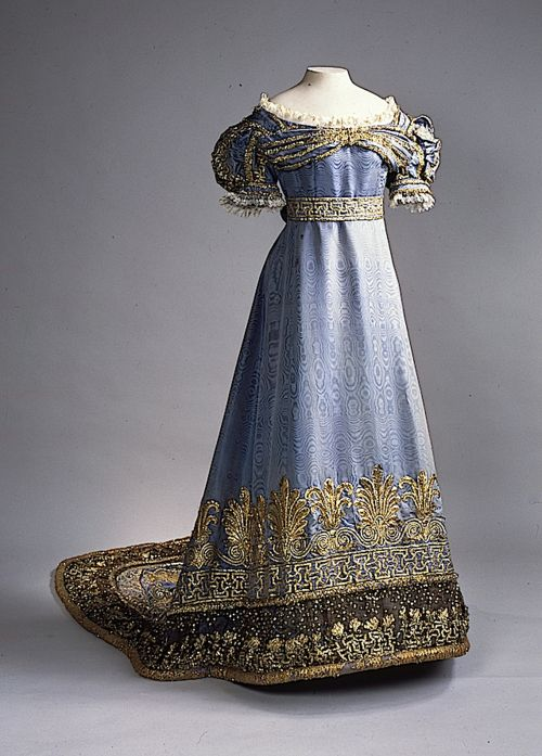 Ugh everything about this dress...the color...the detail at the bottom...the shape...the detail at the waist....the sleeves...it's my perfect dress...// Directoire/Empire Period Period - Dress worn by Maria Feodorovna, 1820's Russia