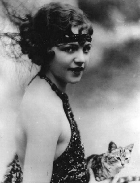 Helen Darling with Kitty - 1923 - Photo by Hulton Archive/Getty Images - @~ Watsonette