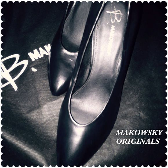 "B. MAKOWSKY ORIGINAL LADIES SZ10 EXECUTIVE WOMAN ✨PRICED TO SELL 🎊💃🏼🎉                         REDUCED!These 💯GENUINE LEATHER B. Makowsky Originals are dressy and often the choice of many Corporate Executives, Professionals and others worldwide.✨This extremely dressy footwear is for those who are ""TOTAL SOPHISTICATION"". Excellent for GETTING THE JOB at job interviews. NOT TOO HIGH HEELS 👠SASSY🌹 These Professional Gen Leather Pumps are Complete, Complimentary &COMFORTABLE The best in…"