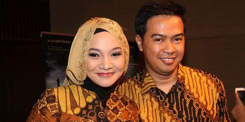 Penulis cerita Bulan Terbelah di Langit Amerika, Mr. Rangga Almahendra and Mrs. Hanum Rais. You both are my maestro:') such an inspirational couple!